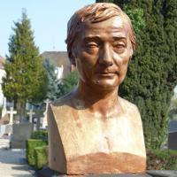 Busta Jean-Baptiste Schwilgué na hřbitově Svaté Heleny ve Štrasburku | Presny cas online.cz