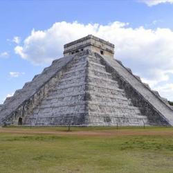 Mayská pyramida v Chichen Itza na poloostrově Yucatan
